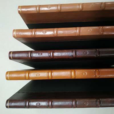 Libro firmas en lomo de piel